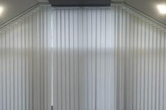 Вертикальные жалюзи на мансарде