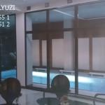 Горизонтальные жалюзи в бассейне