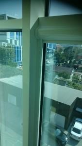 Кассетные жалюзи на окно