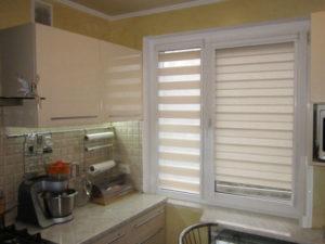 Рулонная штора Зебра на кухне