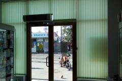 Установленные в аптеке Краснодара вертикальные жалюзи